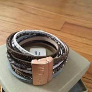 Saachi leather wrap bracelet with magnetic closure